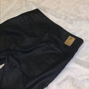 🖤NWOT GUESS faux leather jeans🖤